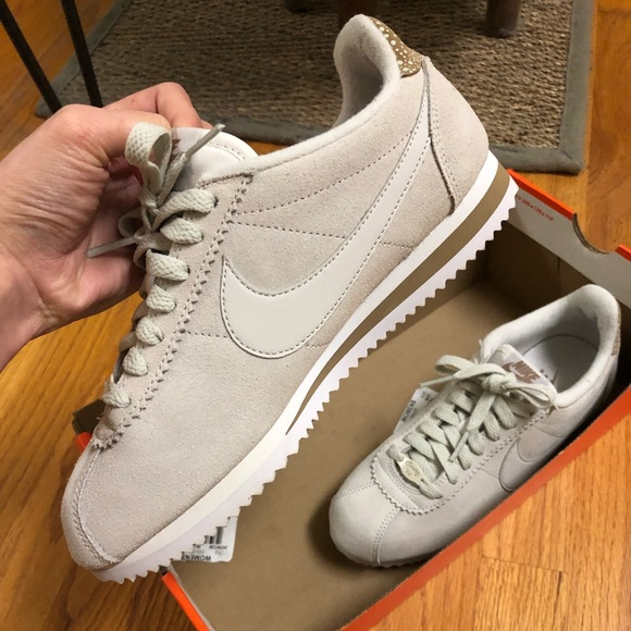 on sale 68c2e 573e9 Nike (like new) suede classic Cortez in beige